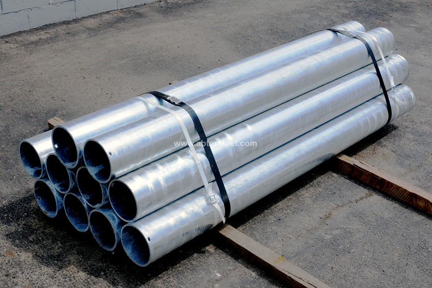 galvanized steel pipe bollards fastened in bundle